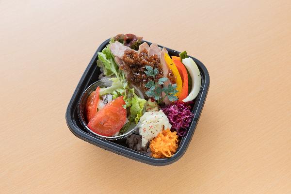 柔らかジューシー豚肉のコンフィ丼 ¥1,100