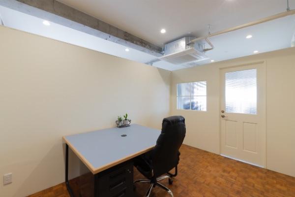 個室オフィス「107」