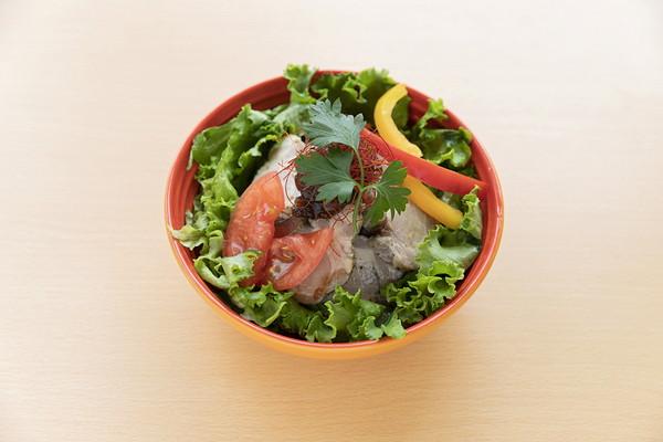 ハーブ薫る豚のコンフィ丼 ¥972