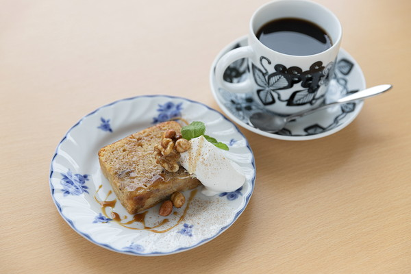 塩キャラメルとバナナのパウンドケーキ Dessert set ¥864 / Sweets ¥429